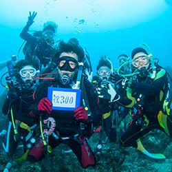 ダイビング本数による記念写真